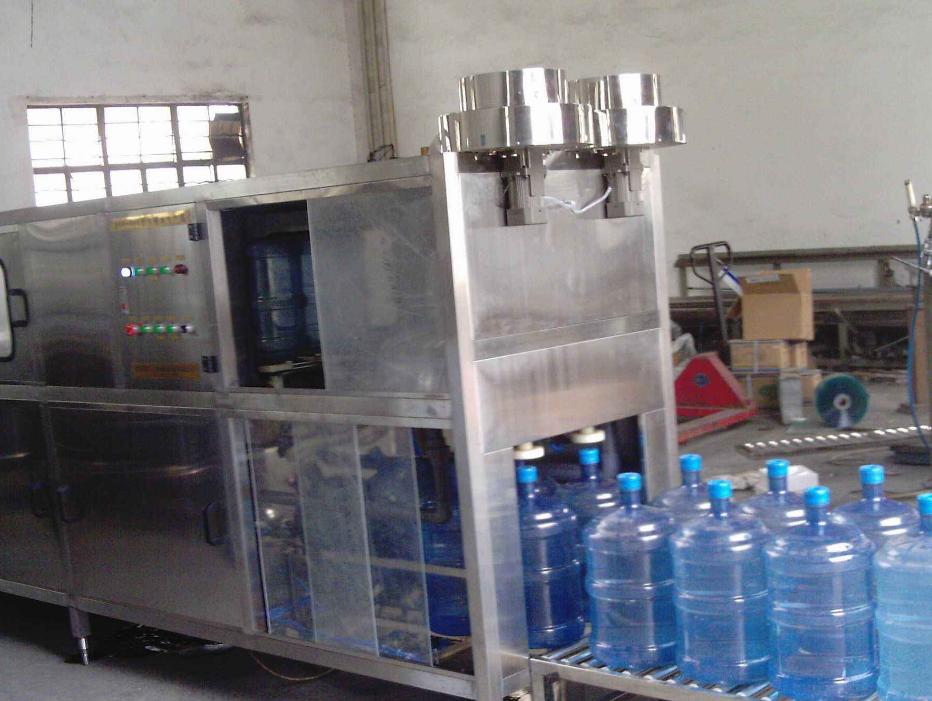 大桶桶装水灌装设备