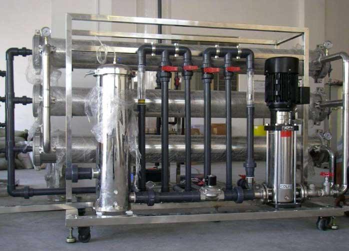 了解一下在工业生产时选择中小型RO纯水处理设备时应注意有哪些方面