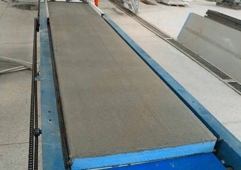 生产中的保温模板