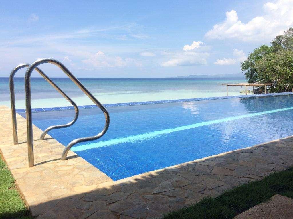建造一个室外泳池主要需要哪些泳池设备?