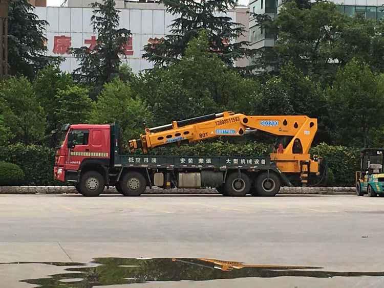 80吨折臂吊车