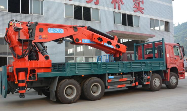 80吨折臂吊