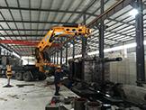 昆明自重68吨注朔机厂房内低空吊装就位