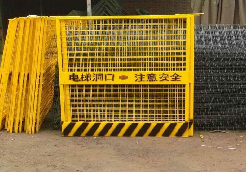 云南电梯防护门,电梯防护门安全事故频发