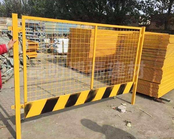 基坑鐵絲圍欄網