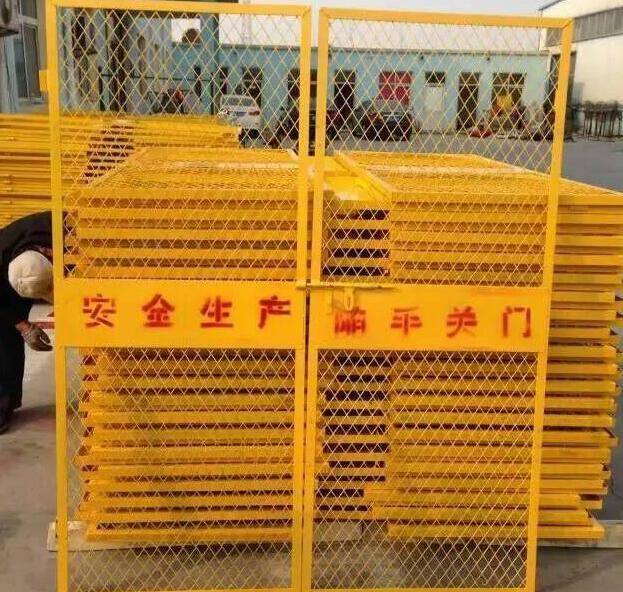 【電梯防護門】用好電梯防護門,施工安全有保障