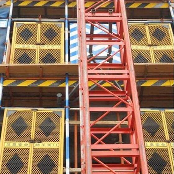 【电梯防护门】建筑电梯防护门使用注意事项
