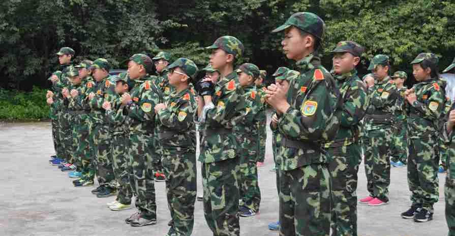 参加军事夏令营为孩子以后融入社会打下了基础