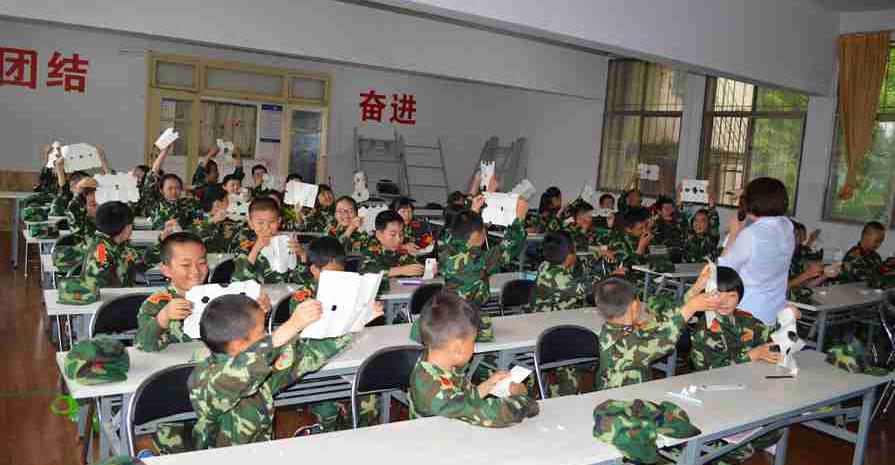 军事夏令营基地的课程有着广泛的涵盖范围