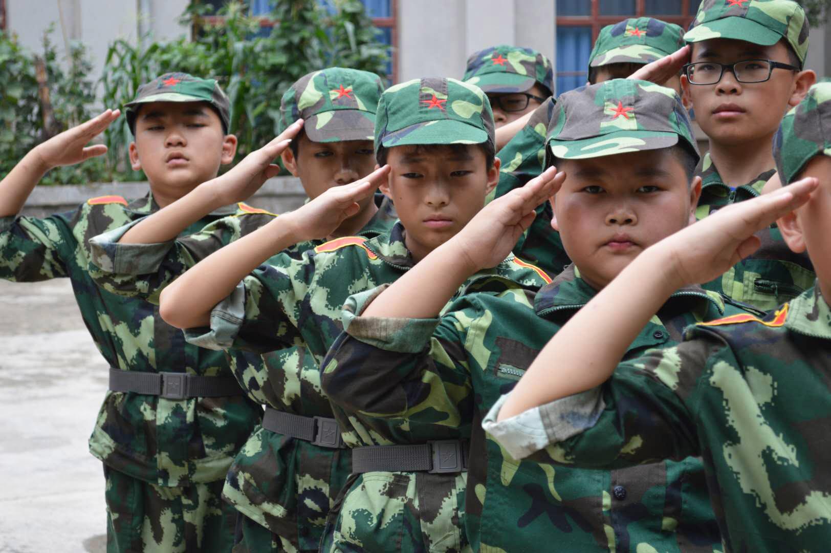军事集训敬礼
