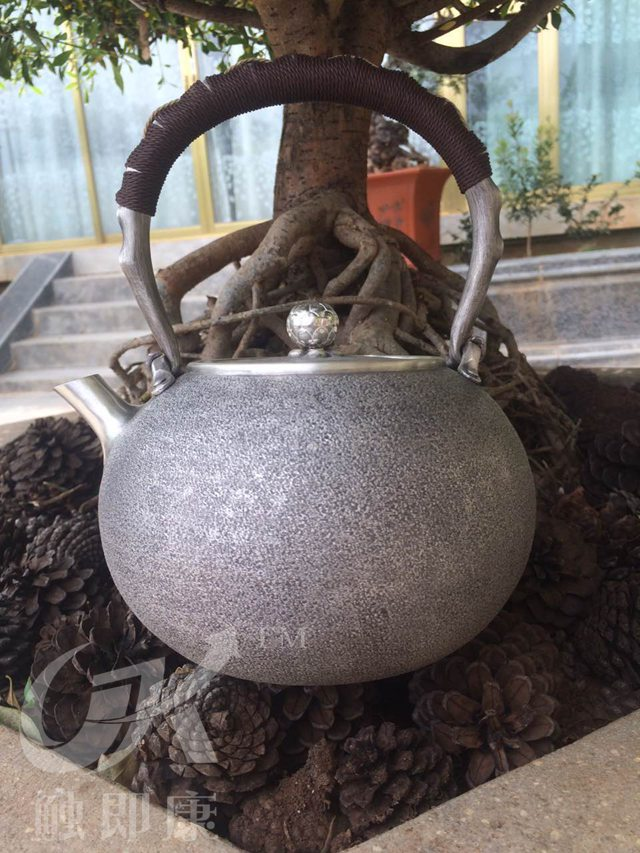 云南银壶-纯手工一体银烧水壶