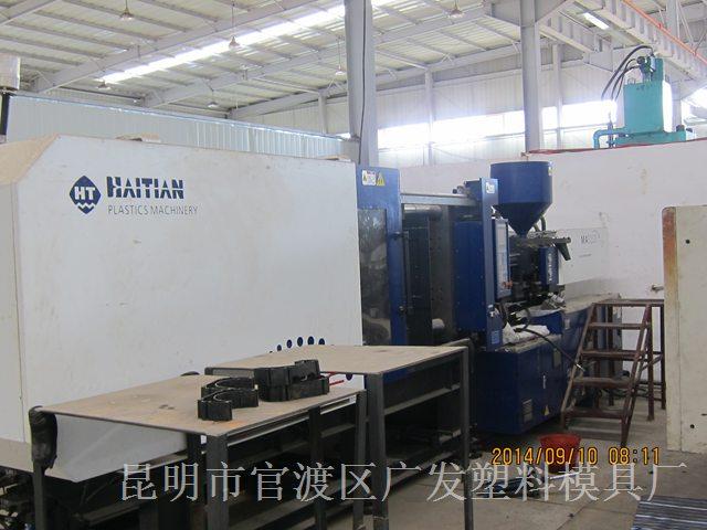昆明大型CNC加工厂家-注塑机2