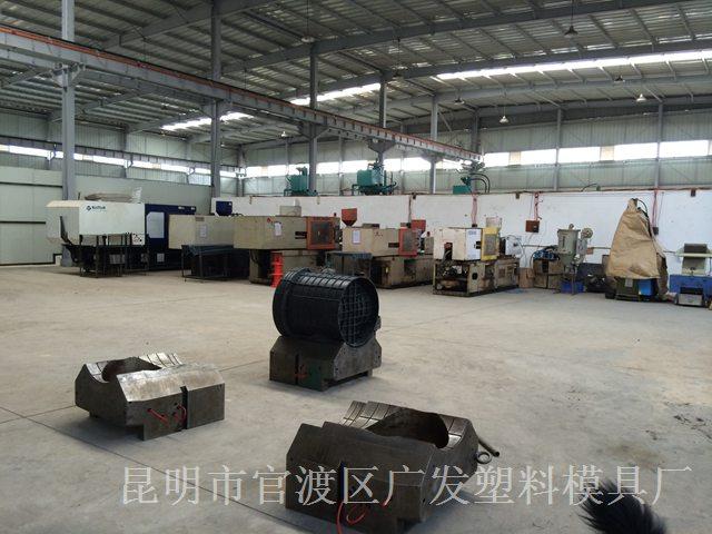 昆明大型CNC加工厂家-注塑机1
