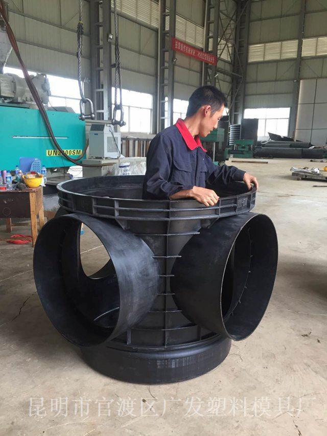 云南塑料模具厂加工-大型管件产品