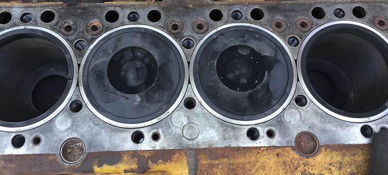 上柴D9型发动机活塞顶缸盖