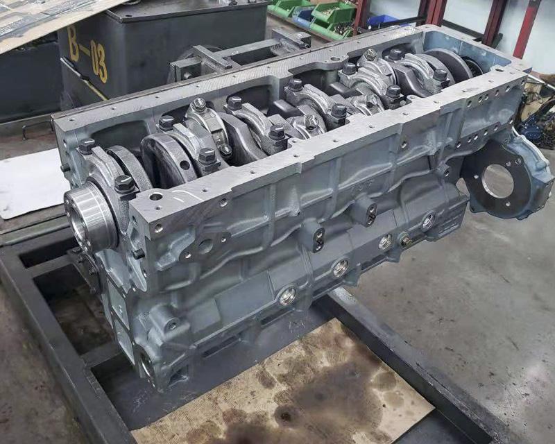 玉柴6108中冷增压260马力中缸机