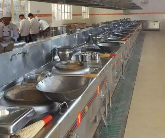 罗平九龙绿缘度假村厨房设备