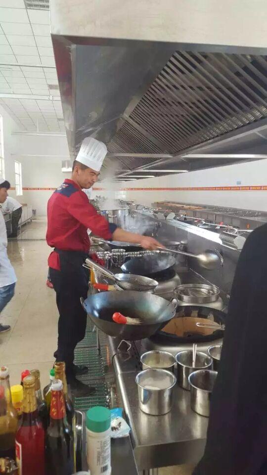 工程案例——餐廳廚房設備使用中
