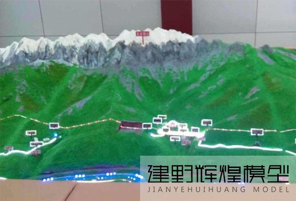 中铁隧道局丽香铁路展示沙盘