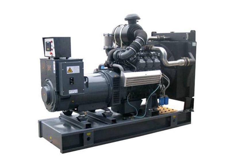 在对移动式发电机组的电池进行充电时如何操作