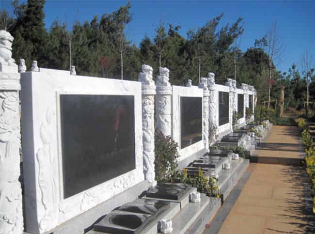山水环抱的昆明公墓的价格是什么情况呢