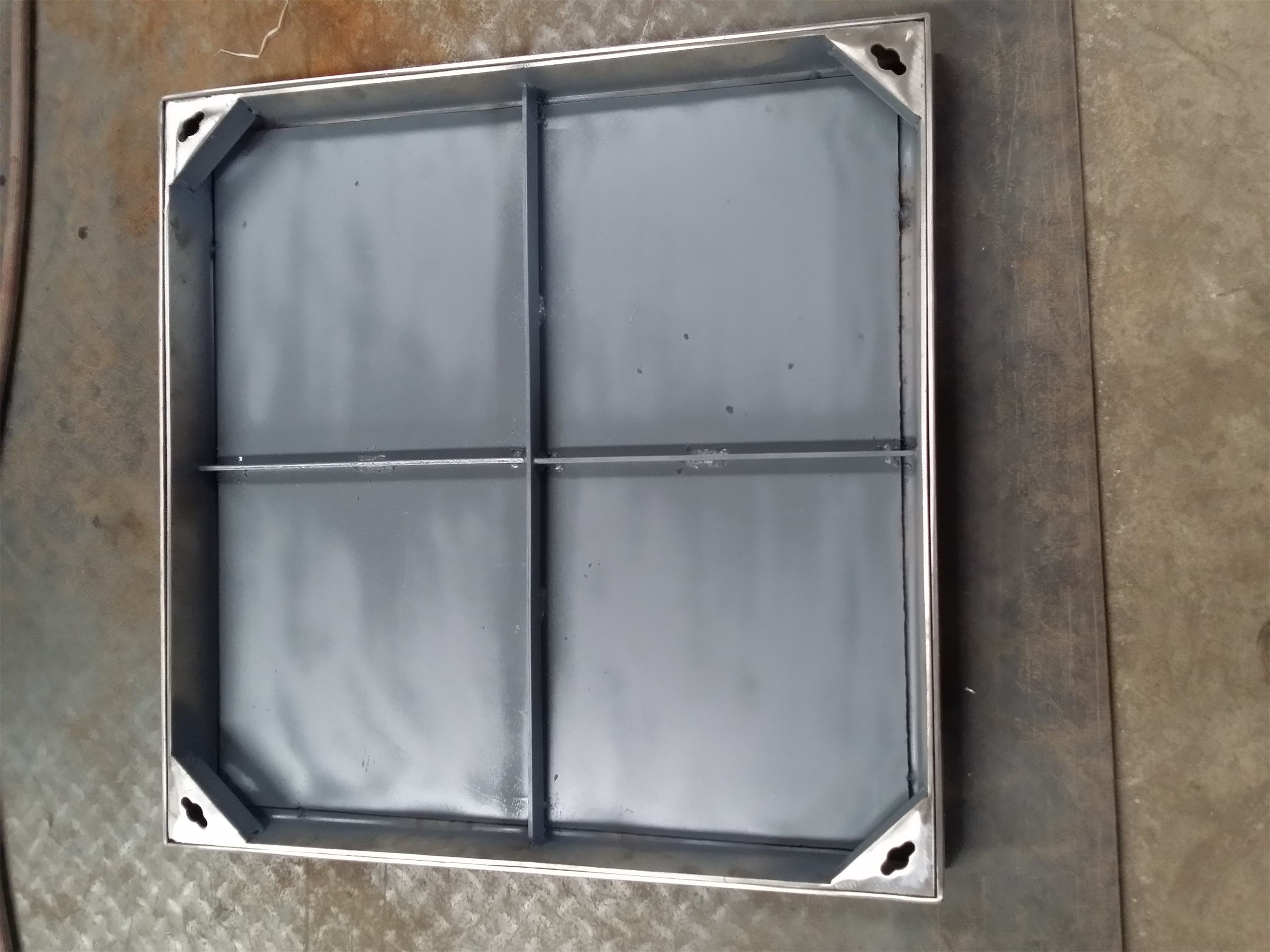 不锈钢隐形井盖安装和地面的高度保持一致