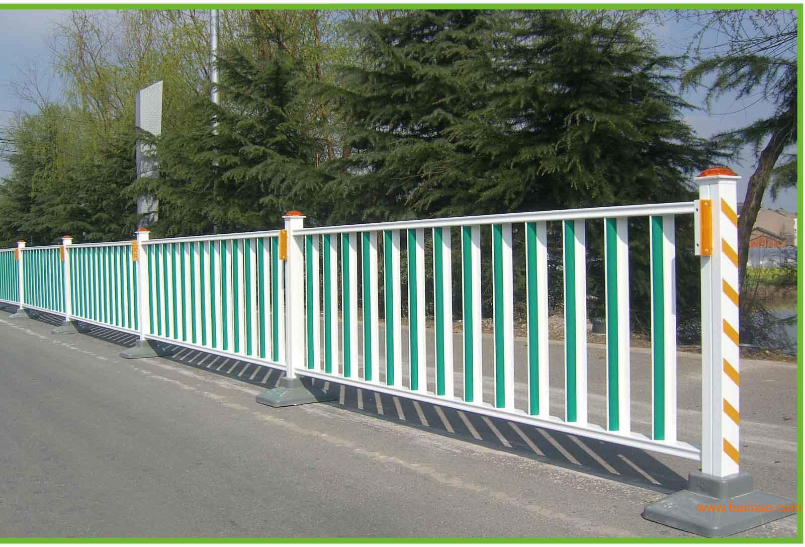 道路锌钢护栏网的出现减少了交通事故的发生