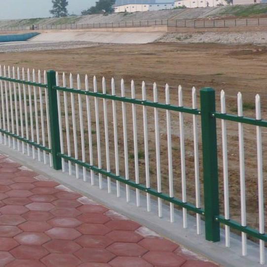对于道路锌钢护栏网的高度如何进行设置呢