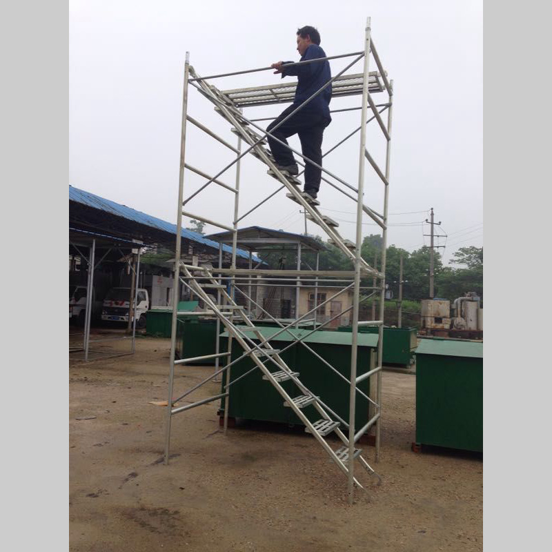 工人使用安全爬梯时需要注意些什么