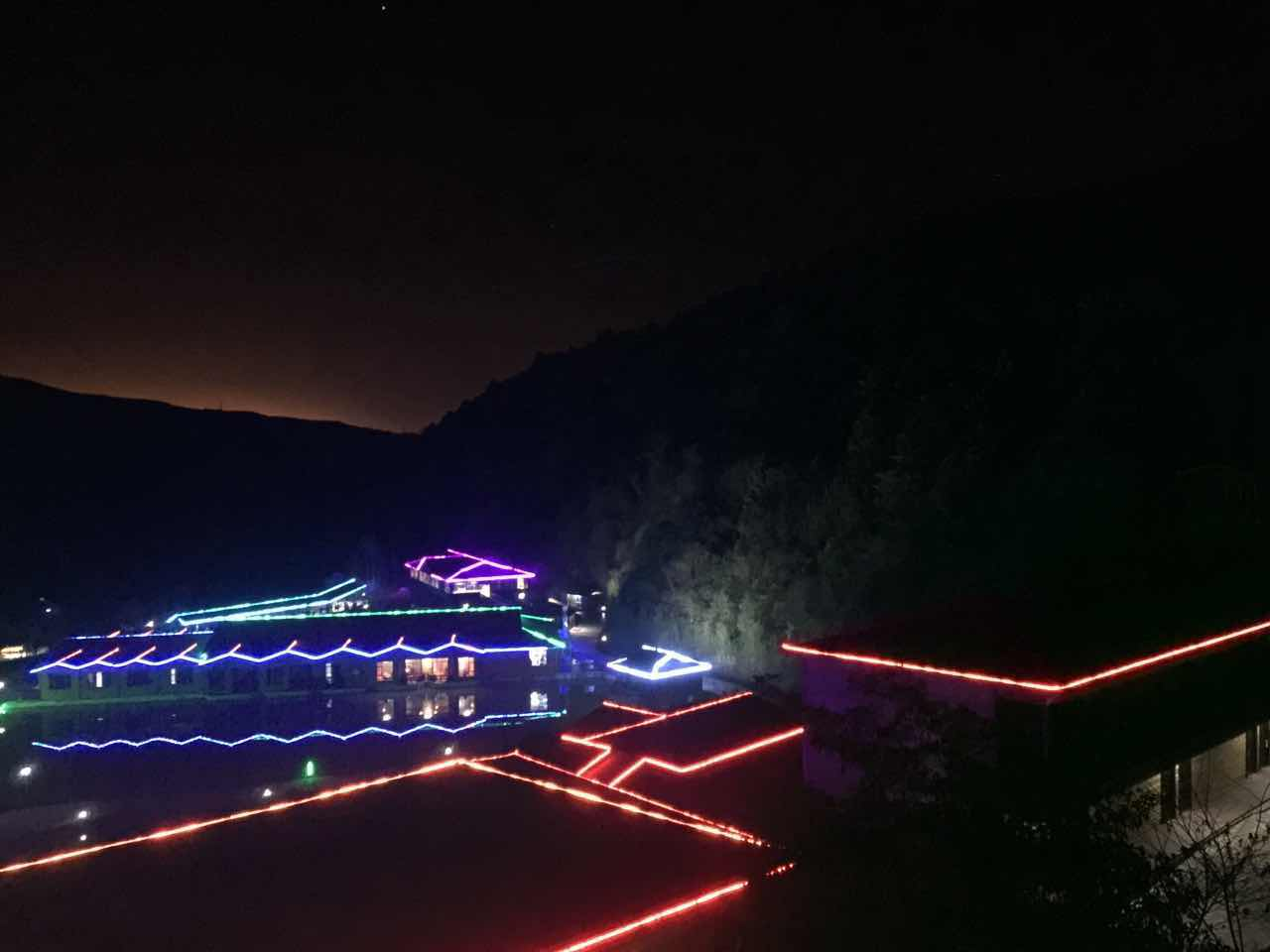山庄夜景图一