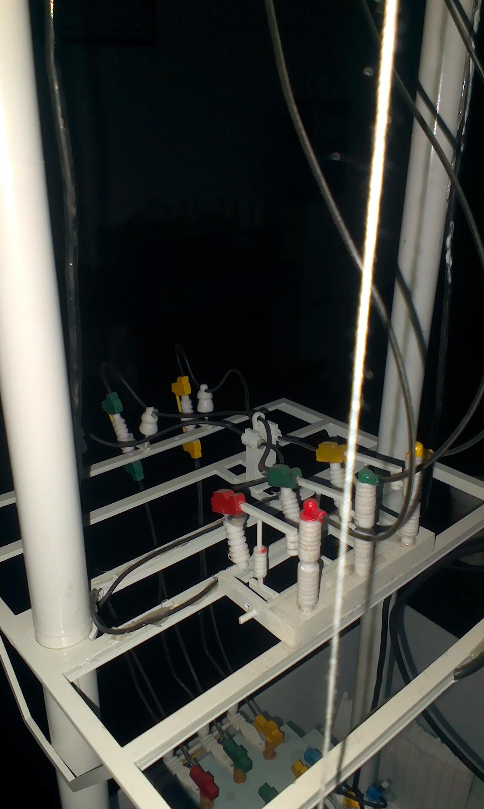 白色的变压器模型