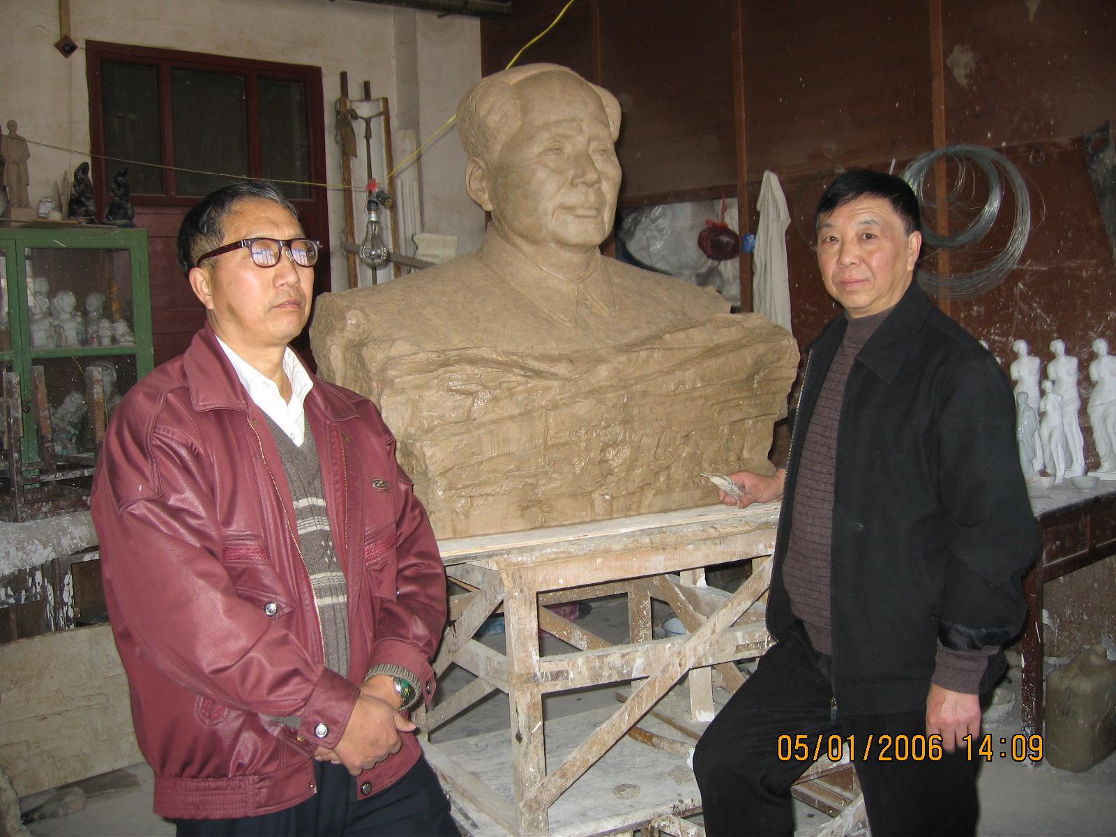 毛主席雕塑制作中