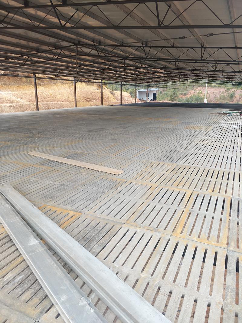 云南漏粪板厂家说:会挑选,水泥漏粪板才能用的好