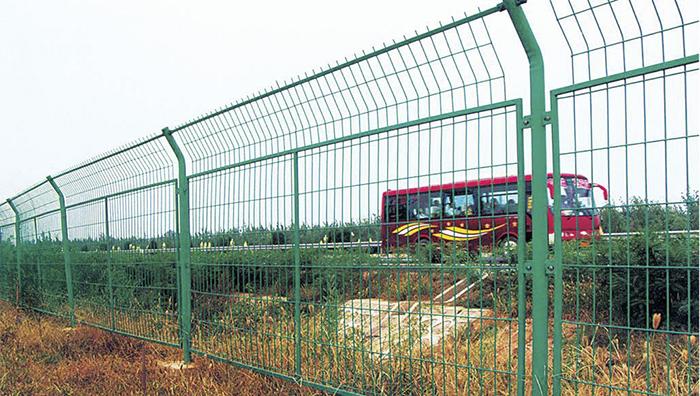 如何安装高速公路护栏网?