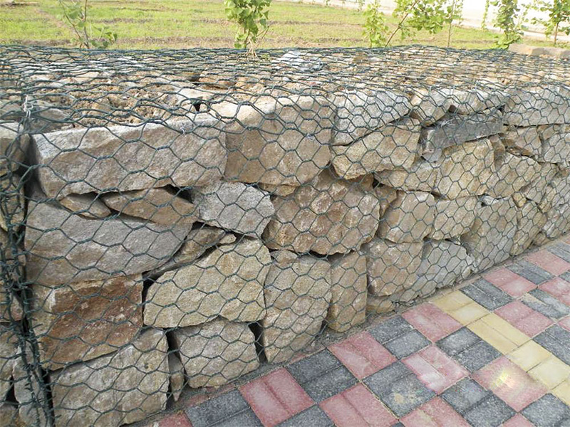 云南格宾石笼网生产厂家分析我们生产的石笼网都具有哪些特点