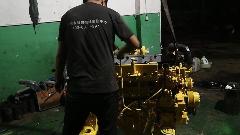 卡特挖掘机发动机修理