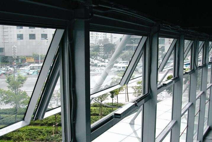 既有玻璃幕牆改造翻新;加裝雨棚、挑簷