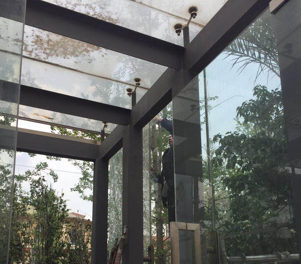 公園1903車庫口鋼化玻璃更換