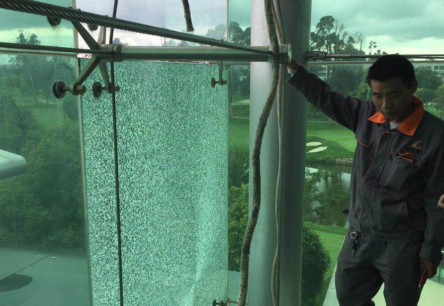 昆明滇池湖畔高爾夫夾膠鍍膜玻璃更換1