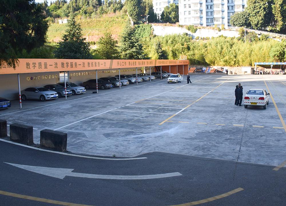 云南新万博体育场地