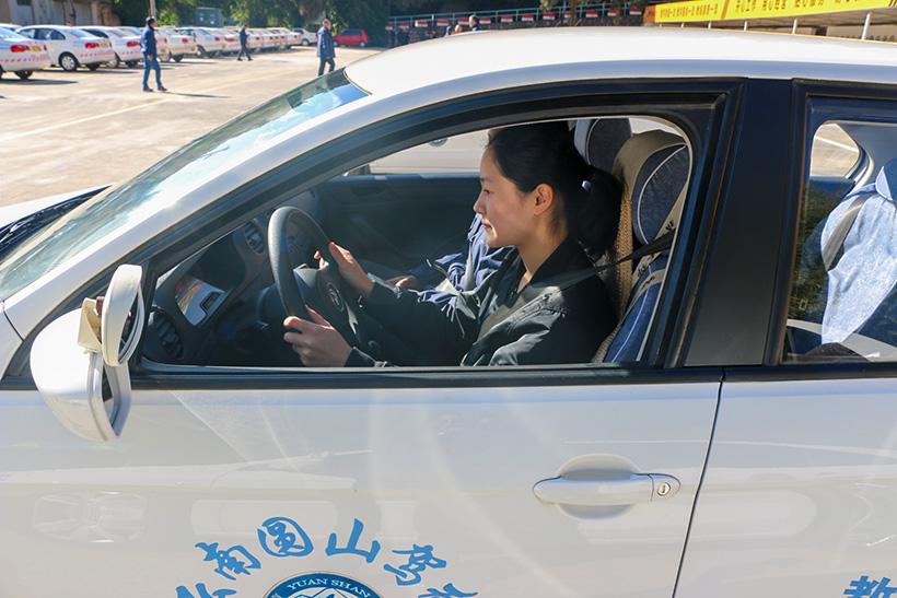 新万博体育学员练车图片