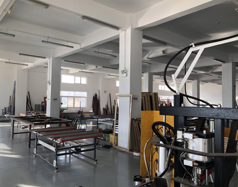 昆明万博全站客户端铝门窗批发工厂