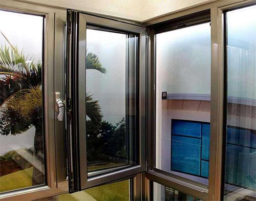 雲南鋁合金門窗多少錢一平