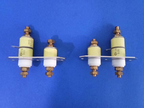 薄膜穿心电容器
