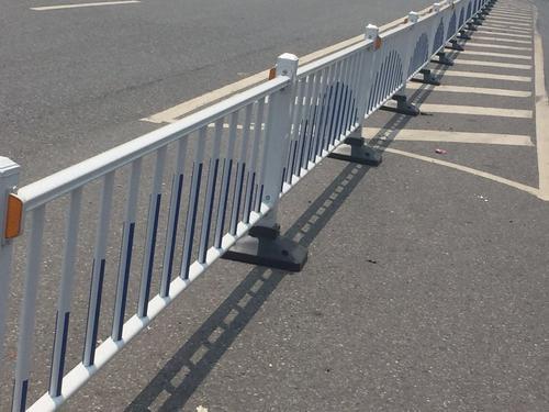菏泽/滨州道路护栏因其型材热镀锌管具有抗腐能力