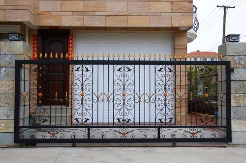 铁艺护栏常见的两种安装方式