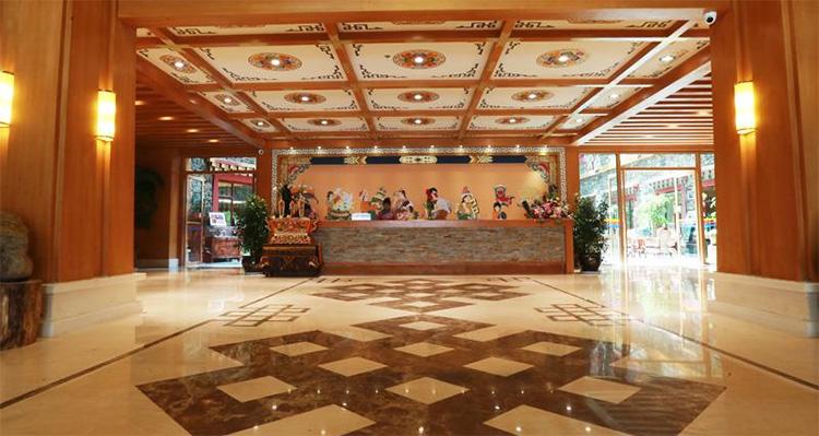 香格里拉大峡谷巴拉格宗藏式生态大酒店