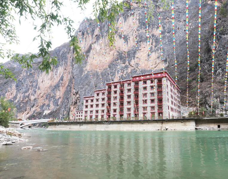 香格里拉大峡谷.巴拉格宗藏式生态大酒店