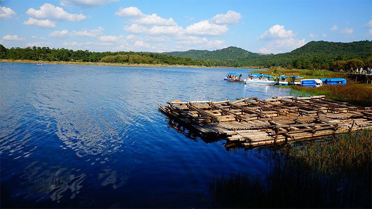 昆明石林长湖旅游景区
