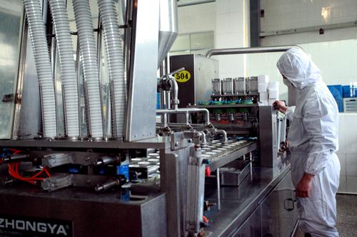 全自動酸牛奶灌裝機設備